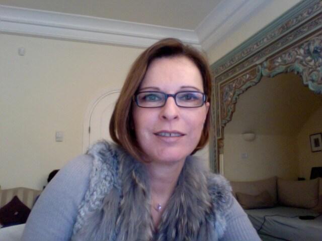 Je suis franco-tunisienne, mère au foyer souhaiter