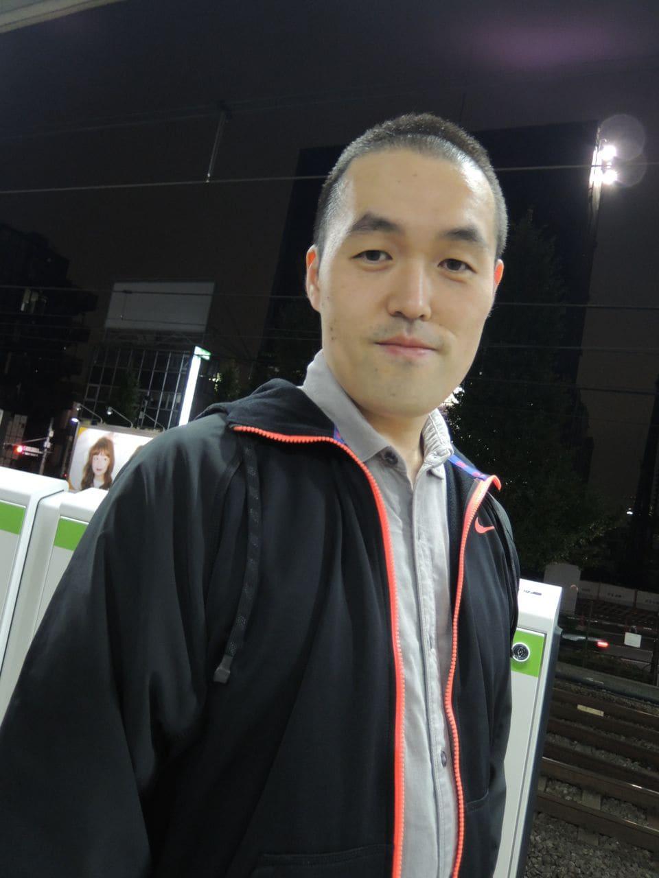 こんにちは、弘樹です。職業はソフトウェア・エンジニアをしています。 一軒家に両親と3人住まいをして