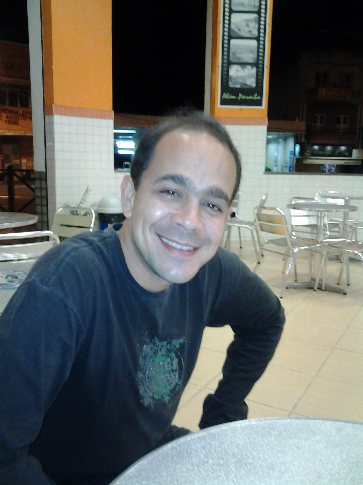 Sou de Além Paraíba/MG, bacharel em direito, traba