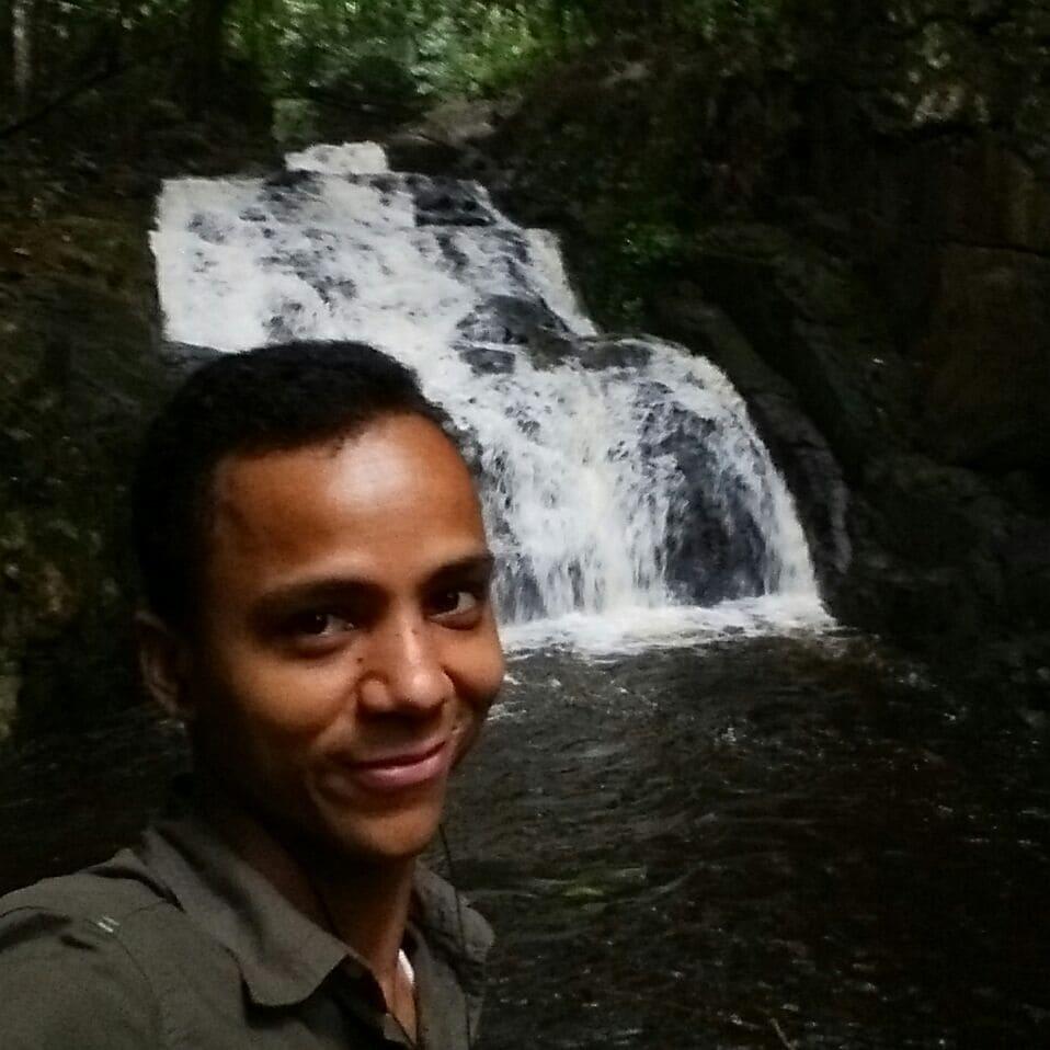 Jeune homme de 33 ans (Franco-seychellois), aimant