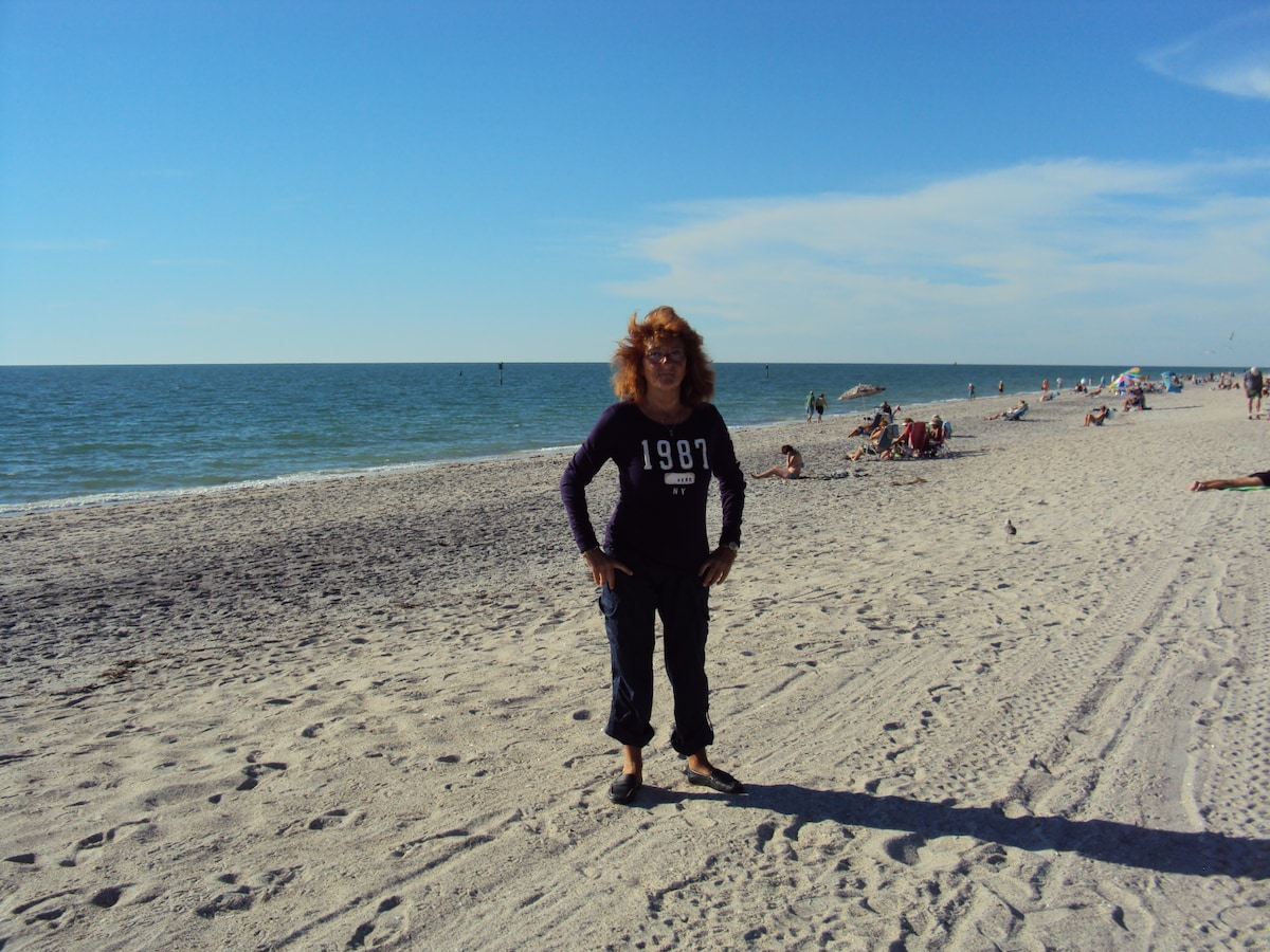Love the Florida Beaches and like to travel and t