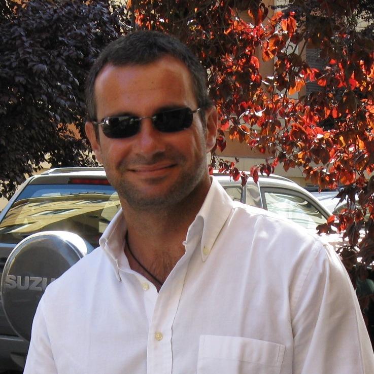 Hi! I'm Massimiliano and i live in Rome,i work in