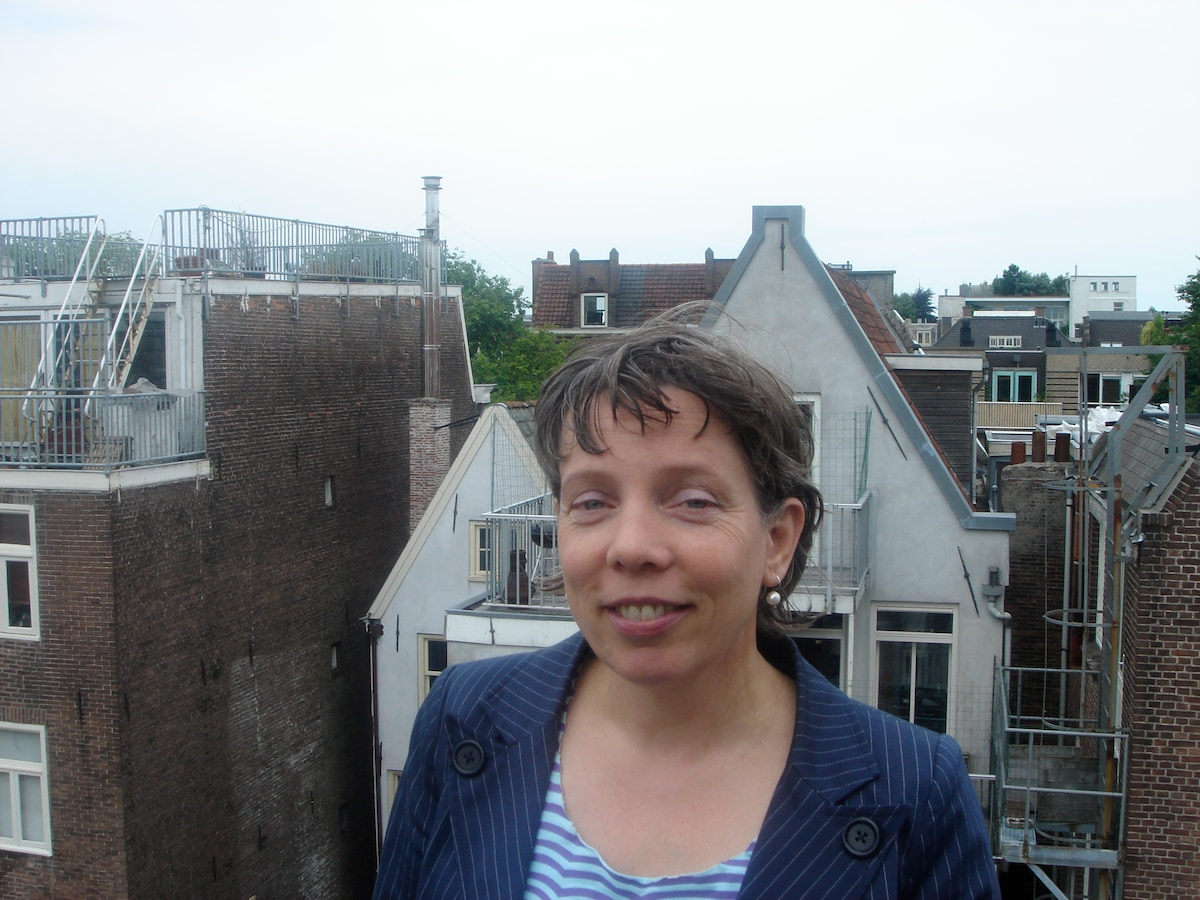 I am a Dutch lawyer (female) working and living in
