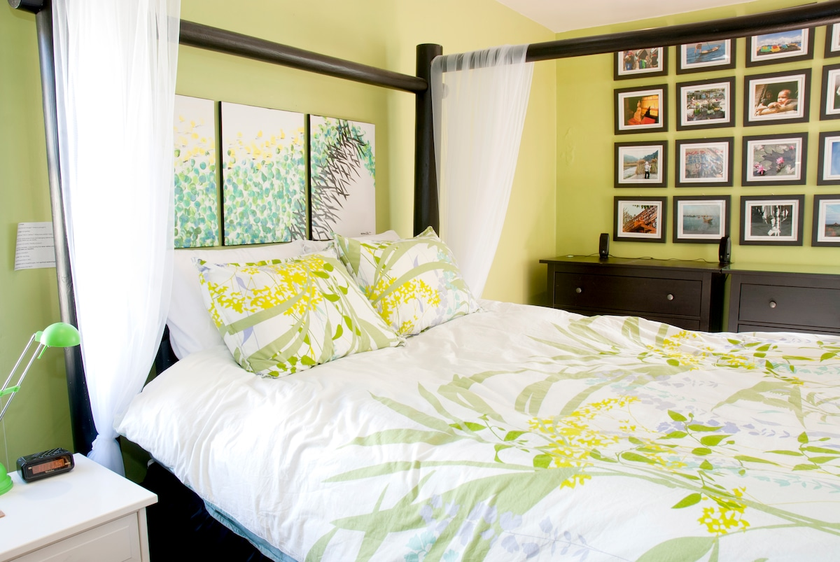 Float off to sleep in the queen size bed.