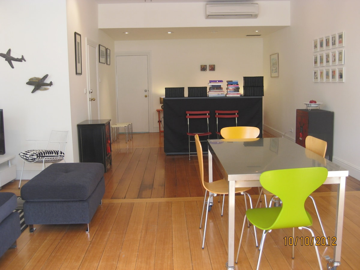 Gallery apARTment Battery Point