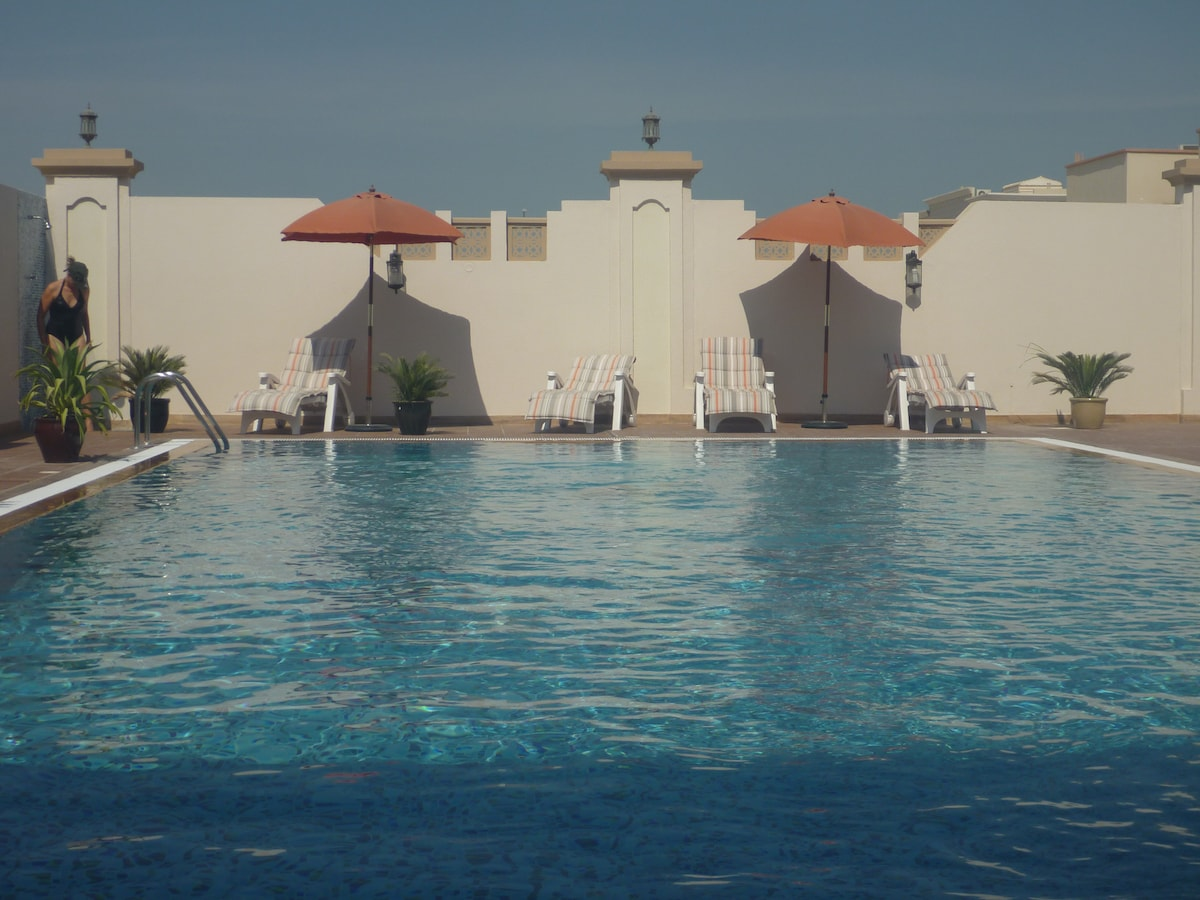 Abu Dhabi - Big room + swimmingpool