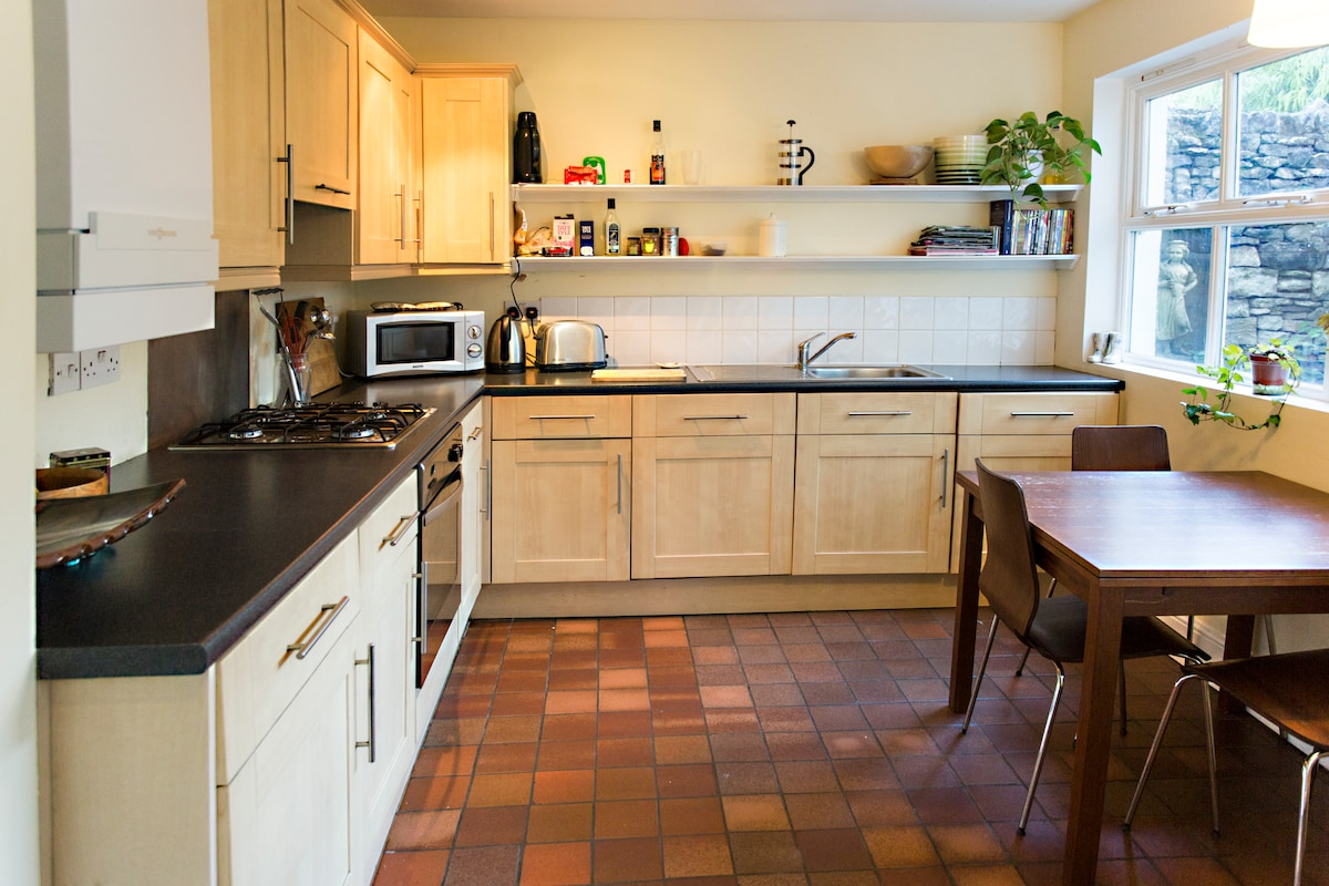 Fitted kitchen with microwave also has a dishwasher and washing machine.