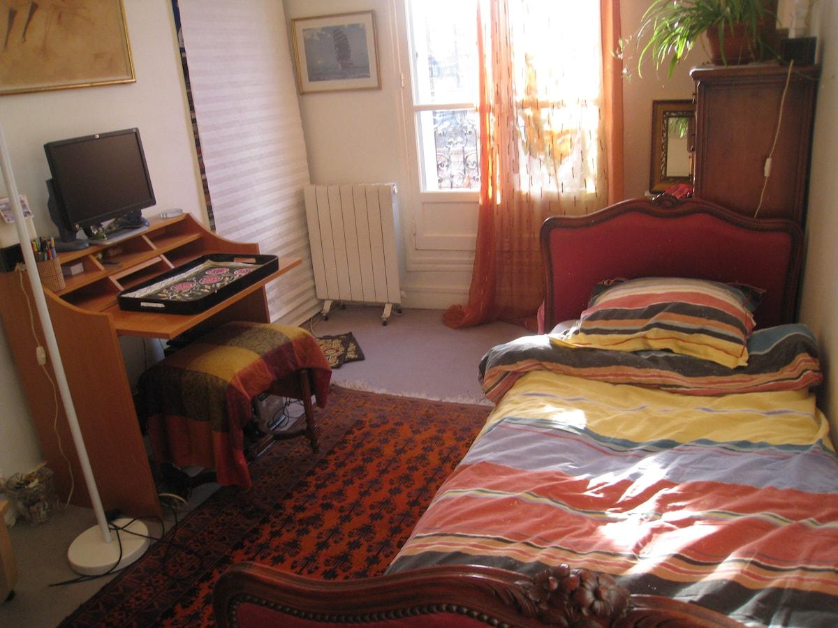 chambre calme et claire dans le 11è