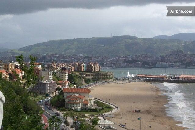 Playa de Ereaga y Hotel-restaurante Eguiretxe