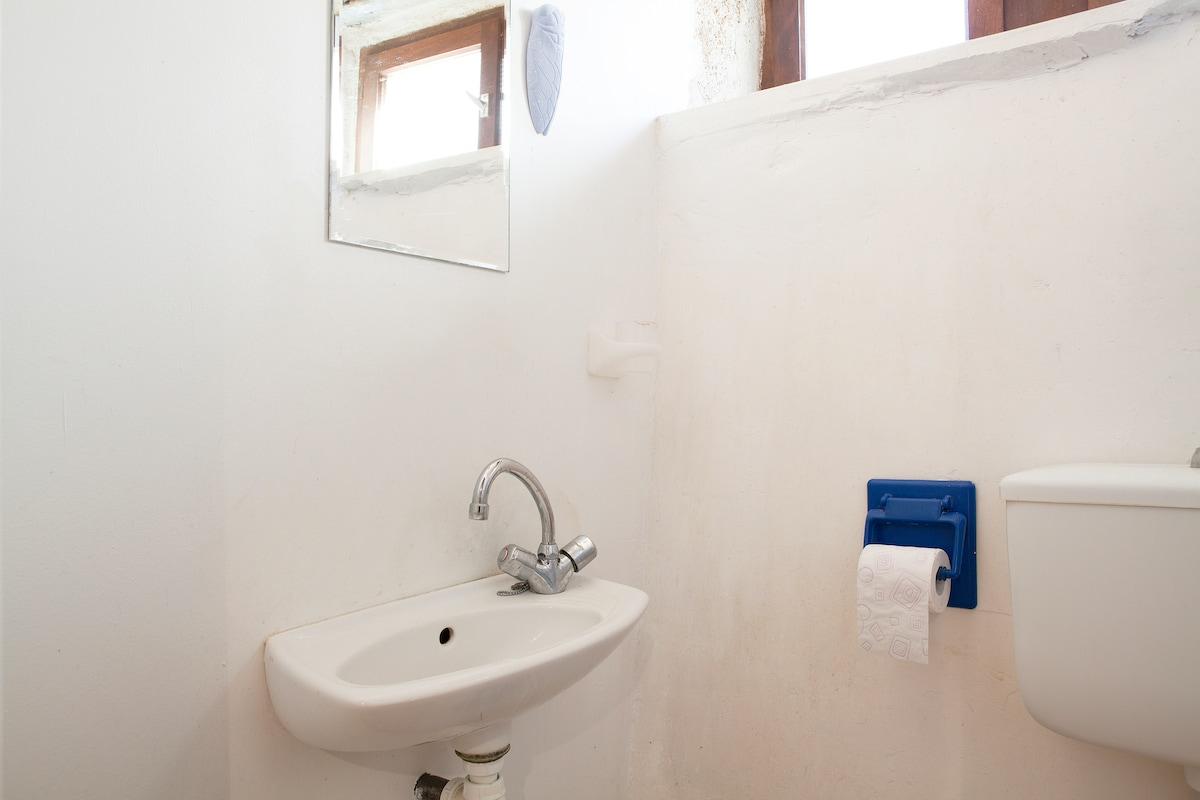 Cave ensuite bathroom