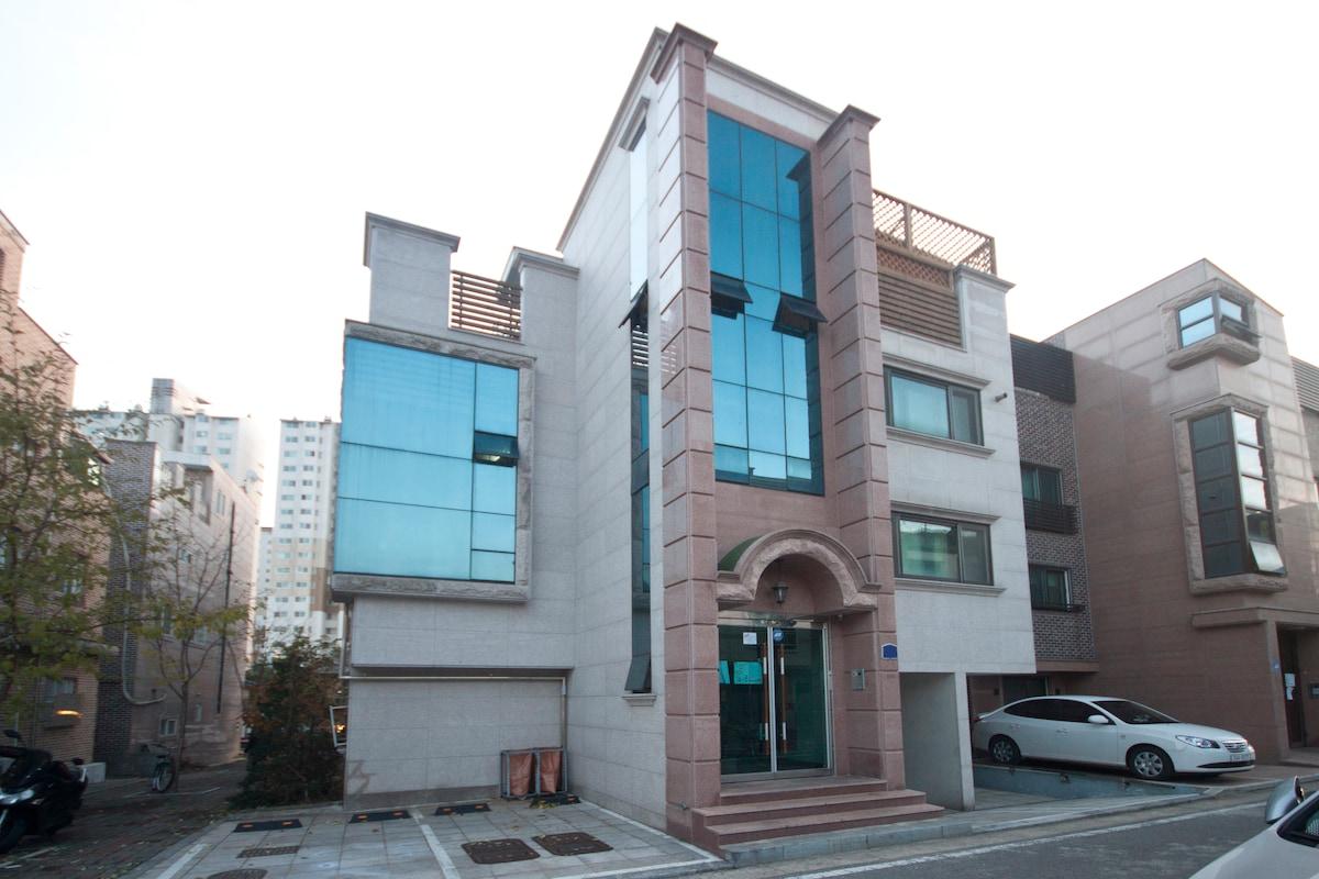 Safe town near Hongdae