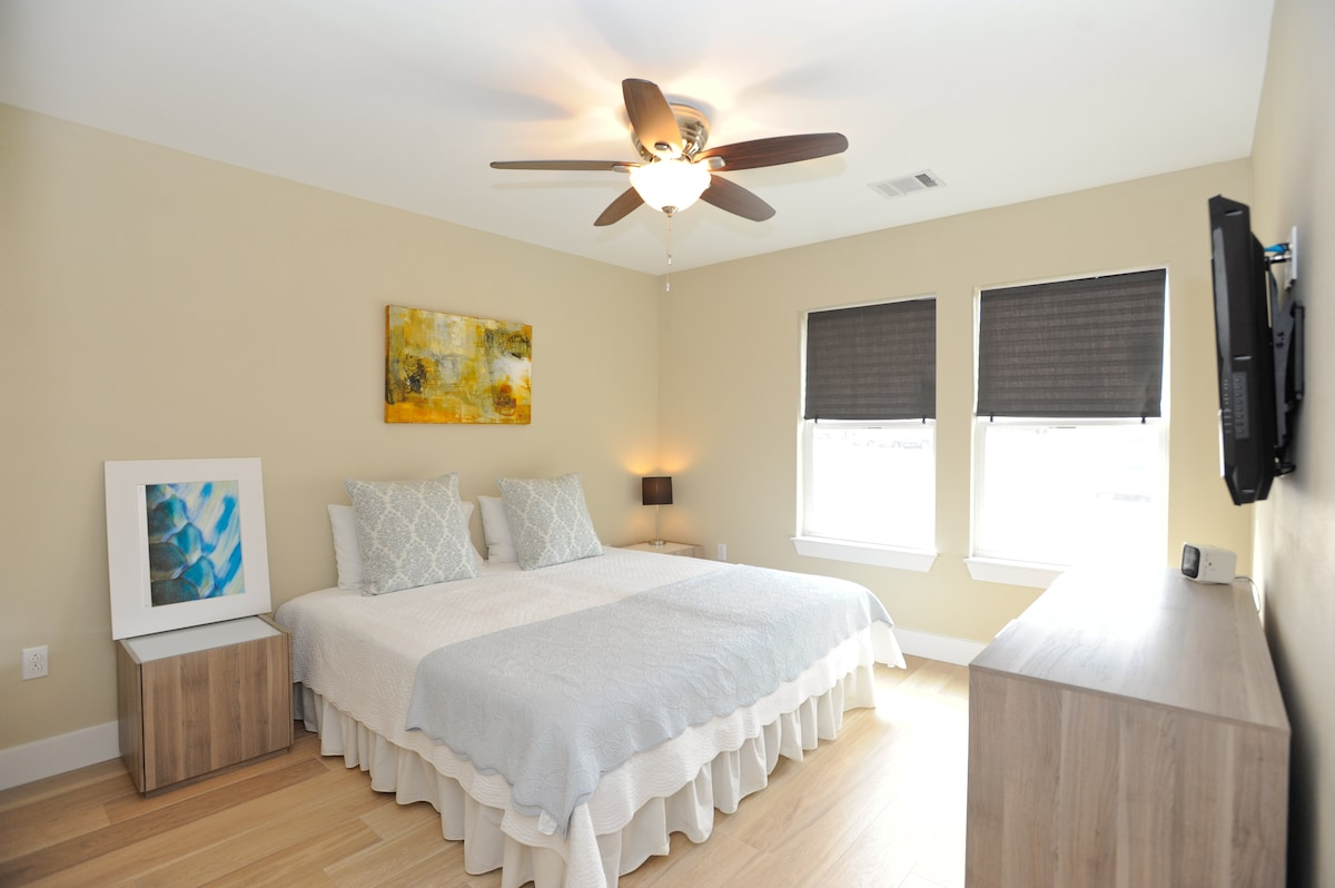 Master Bedroom with KING or can be seperated into (2) twin beds