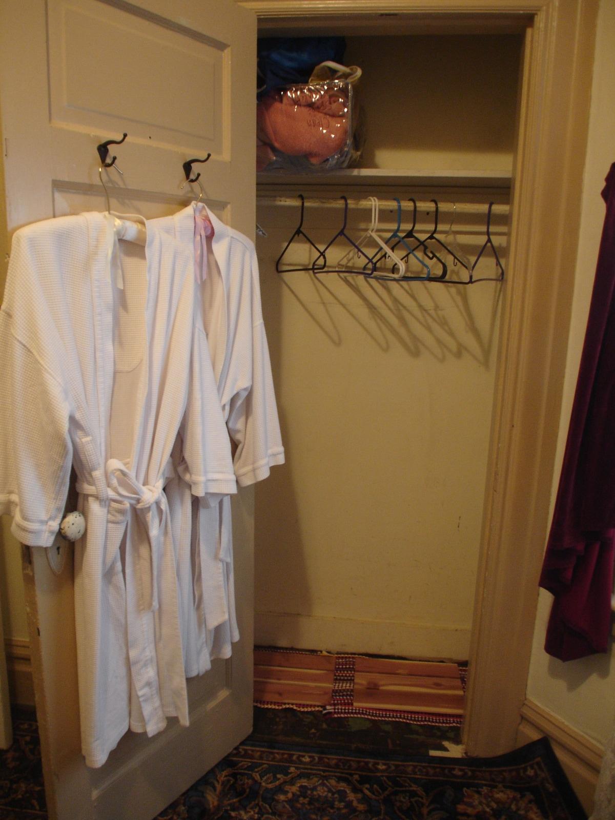 Full closet to use.