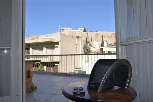 Listening to your favorite music while enjoying our excxellent view. (MP3 speaker free of charge)