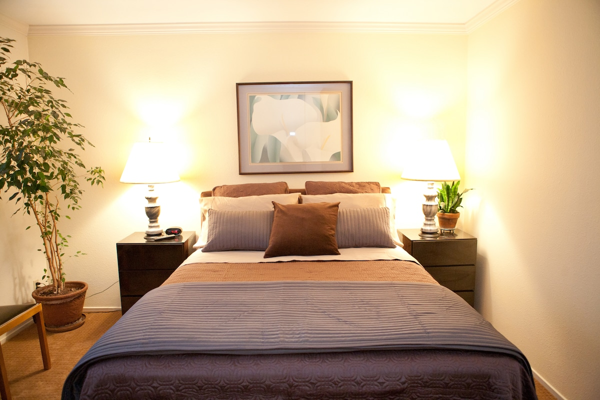 Most guests find the bed comfortable and the room surprisingly quiet.