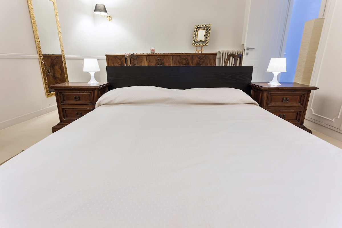 VERY LOW COST ROOM IN ROME..!!