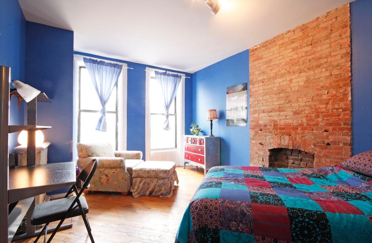 Big n Dreamy Room in Clinton Hill