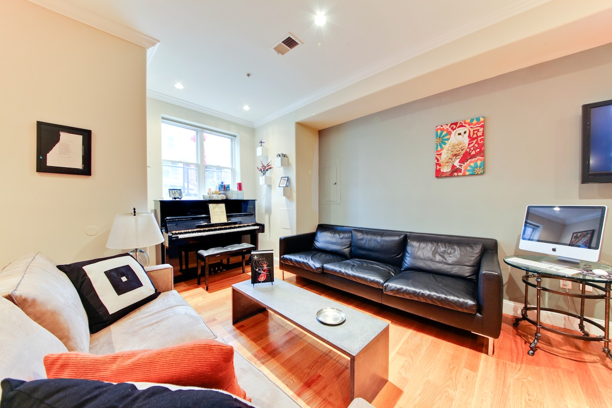 Living area. Wifi. Mounted tv and piano.