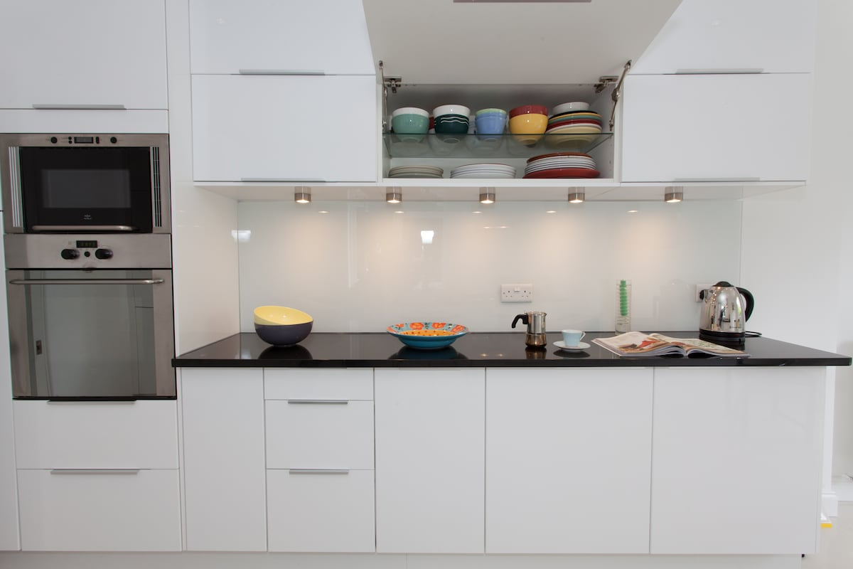 Oven and microwave, and plenty of crockery to choose from!