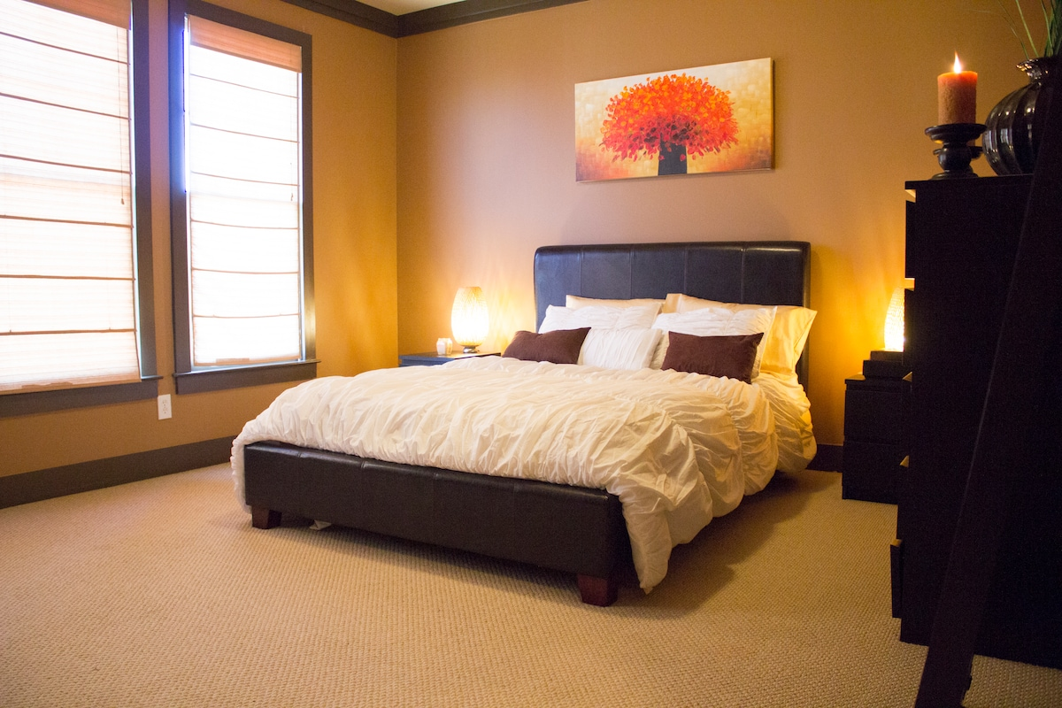 Master Bedroom with plush Queen Size Bed & 42 inch Flat Screen TV