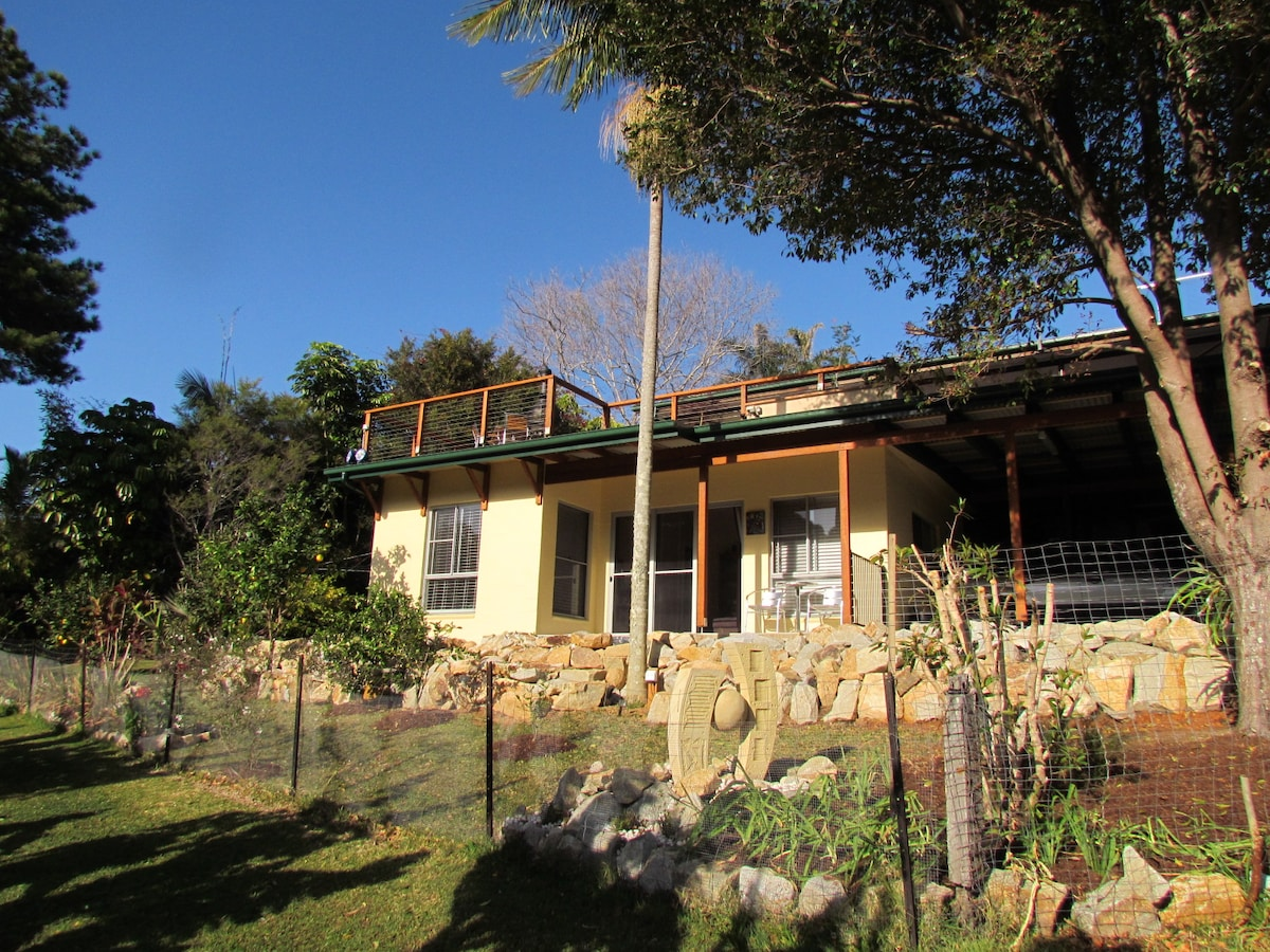 Close to all beaches,overlooks bush