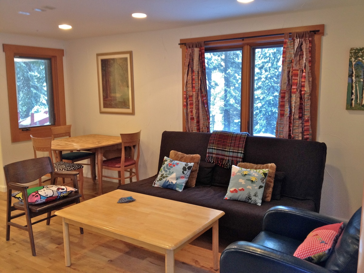 Cozy Studio Apt-walk to Tahoe City
