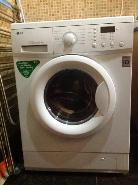 Modern LG washing machine (Machine à laver modern LG)