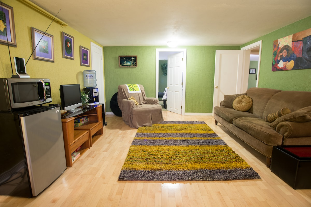 """Living space with mini fridge, microwave, 32"""" TV, hot/cold water dispenser & board games"""