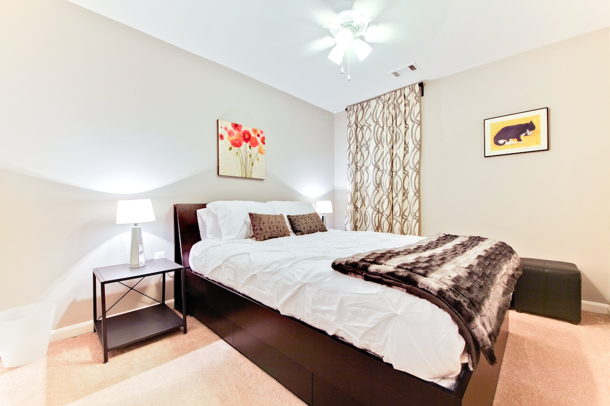 Comfy private bedroom with a queen platform bed with undermount drawers.