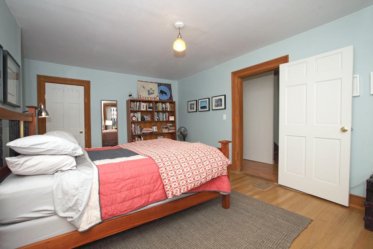 Big Cute Room w/Pvt Entry in Duplex