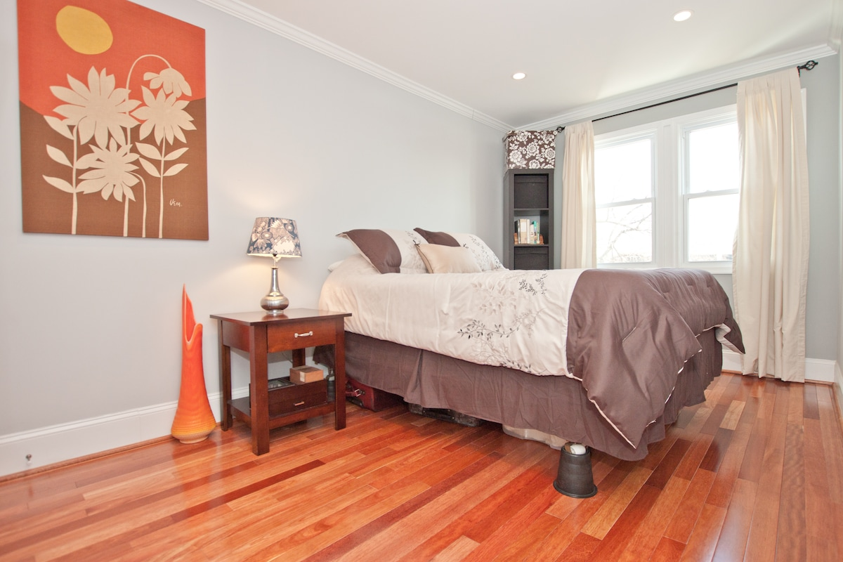 Spacious guest room for DC visitors