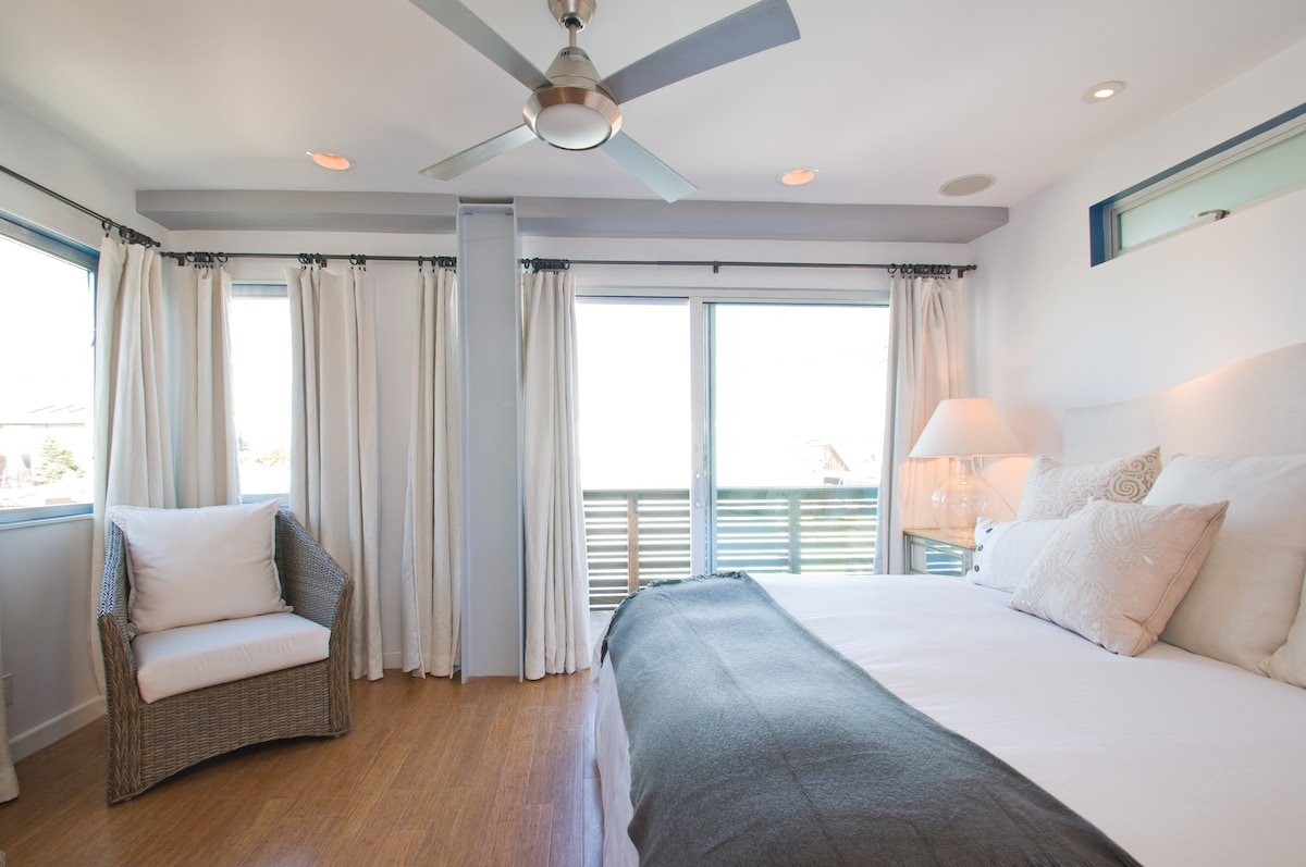 The elegant master bedroom has a king bed, Belgian linen black-out curtains and a private balcony.