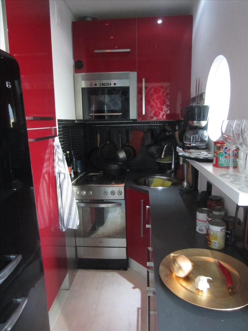 Small kitchen with all important ammendities foor cooking