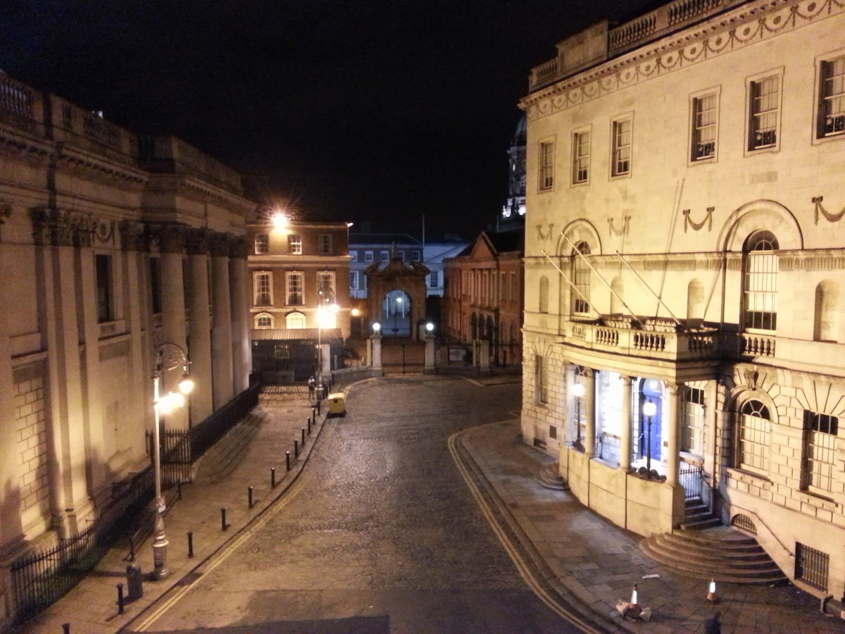 The apartment is on Dame Street - in the very centre of Old Dublin, 1 min from Temple Bar. It overlooks Dublin Castle and City Hall... this is the view from the living room!
