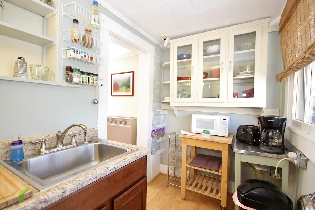The small kitchen is well equipped with everything you need to make a delicious breakfast with your fresh eggs.