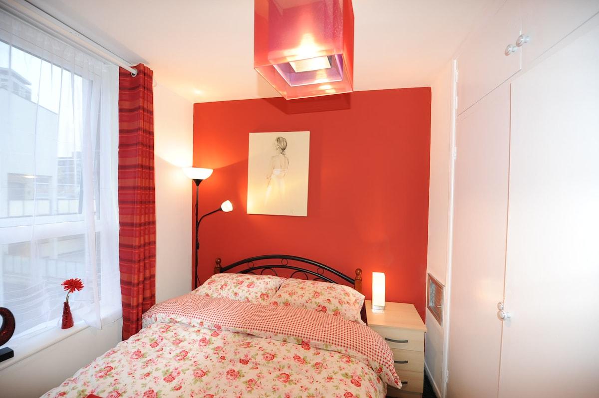 Dbl Room-Egware Rd, Oxford St, IB2