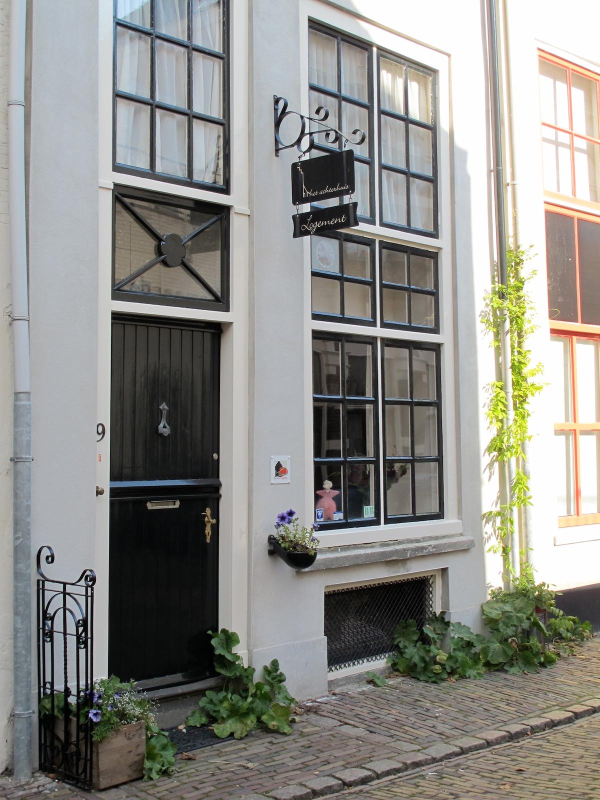Het huisadres waarbij zich Het Achterhuis in de stadstuin bevindt.