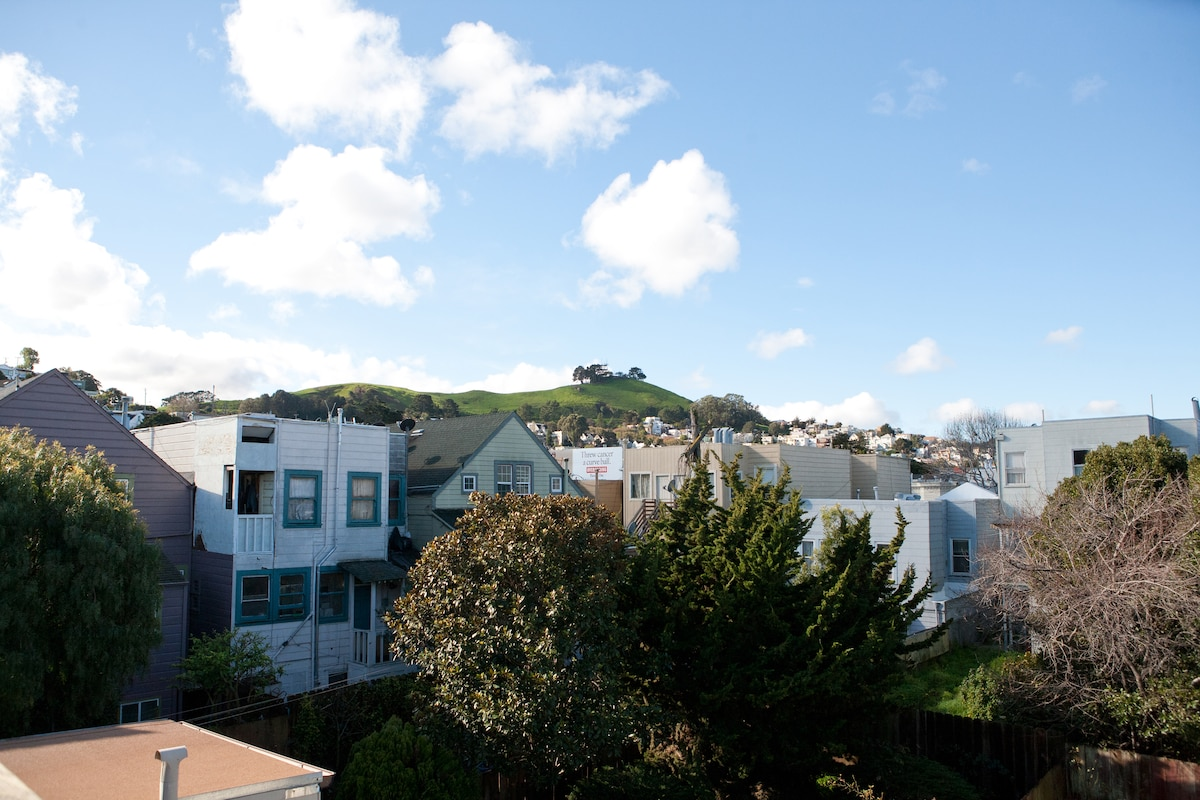 Our deck has a beatiful view of Twin Peaks and Bernal Heights
