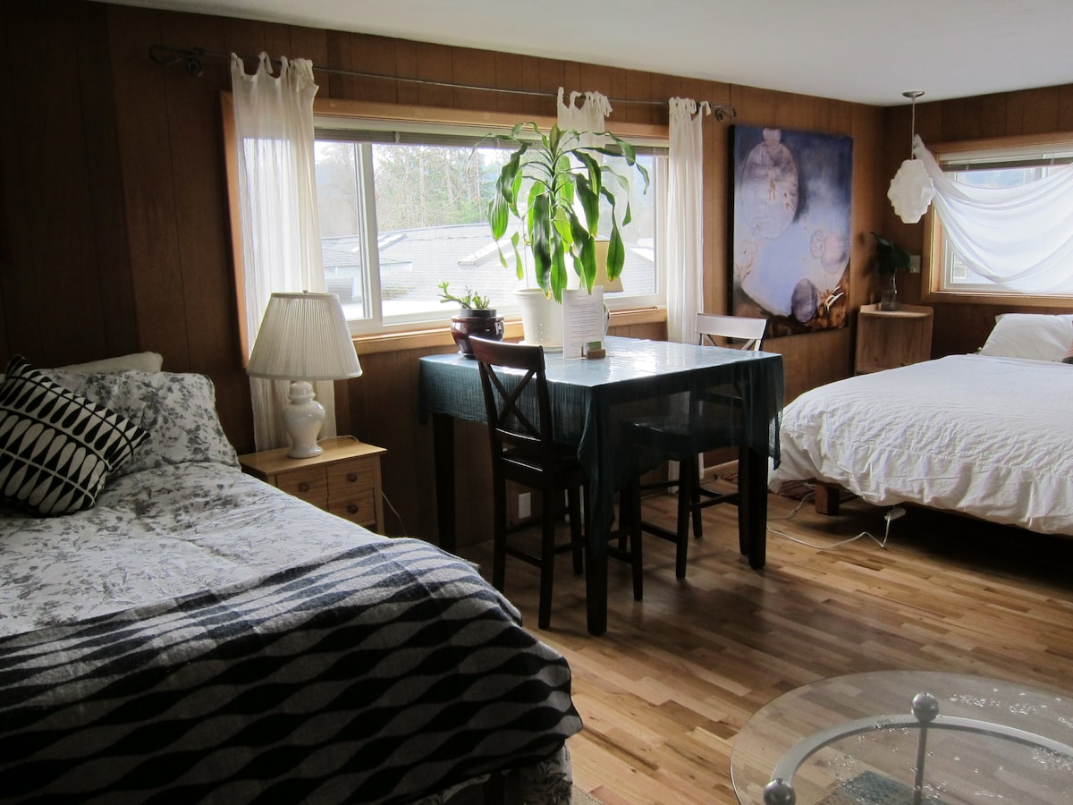 The room has both a queen and full sized bed, as well as a comfortable couch and a twin mattress.