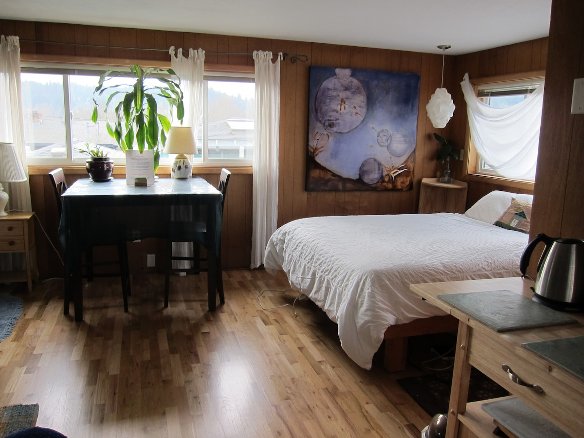 The room is about 500  square feet, plenty of room for getting comfortable.