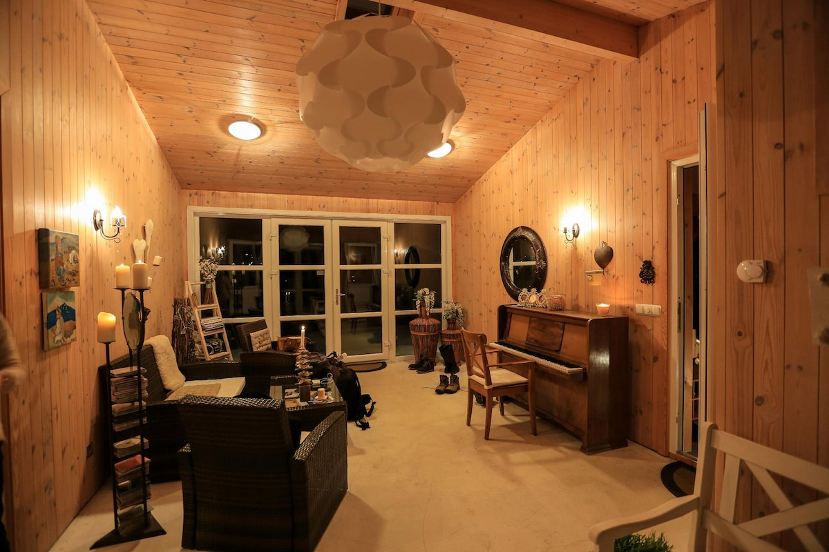 Entrance - relaxing room - piano, chess, office and more.