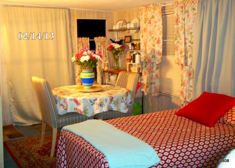 A Cozy Room for Thrifty Travelers