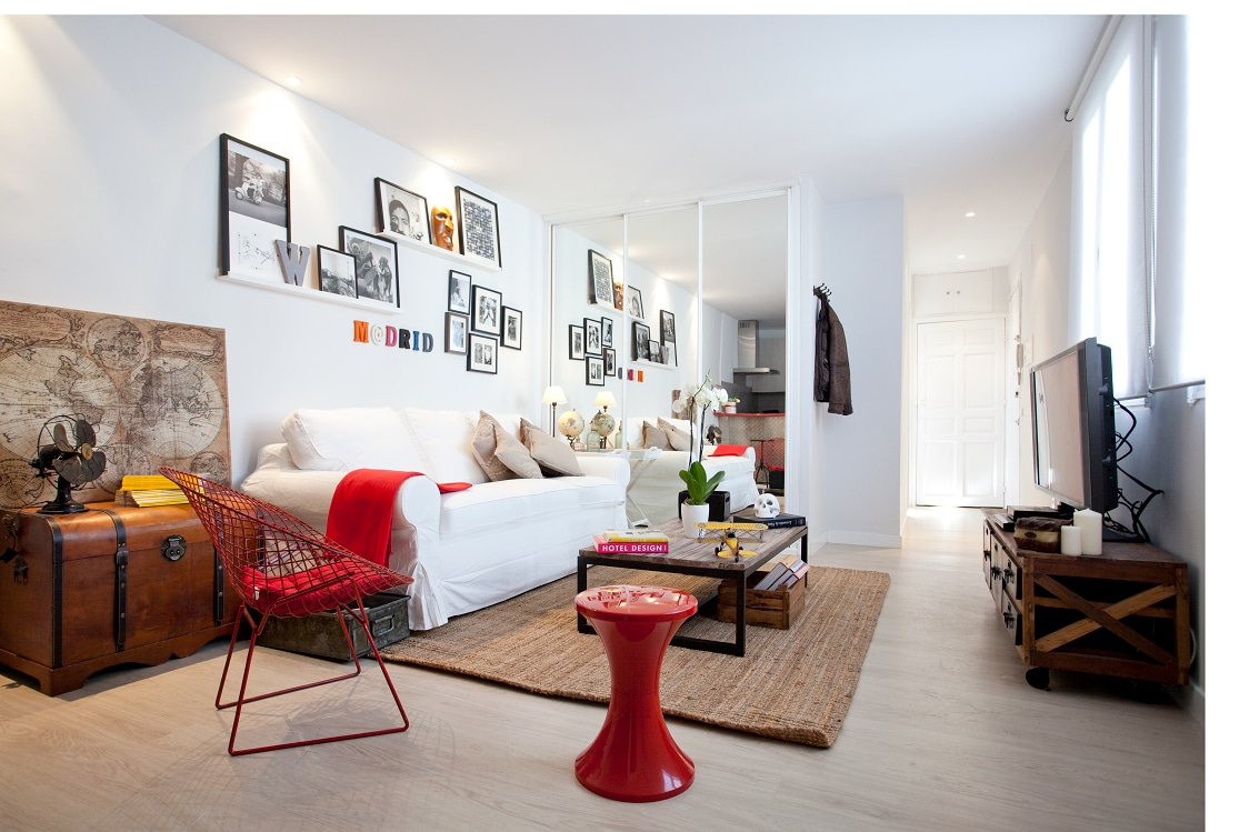 Bright and Comfortable Lounge. cHic mAdrid cEnter.