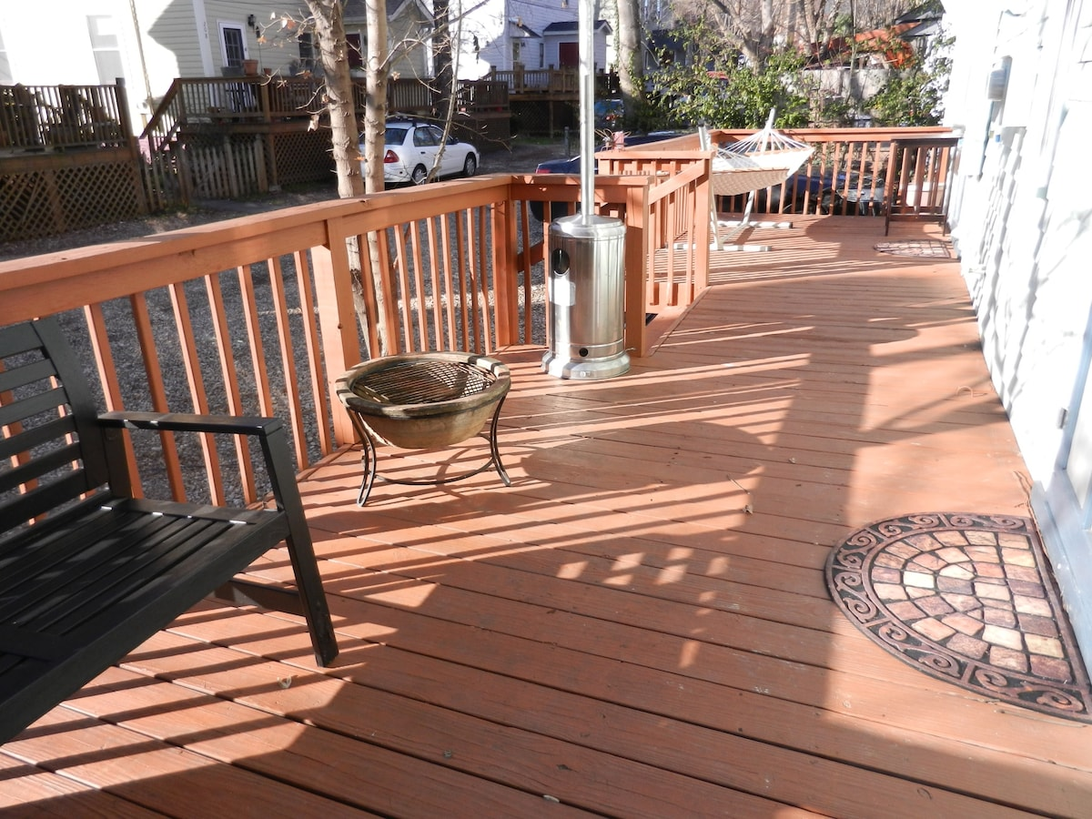 Back deck with bench and hammock