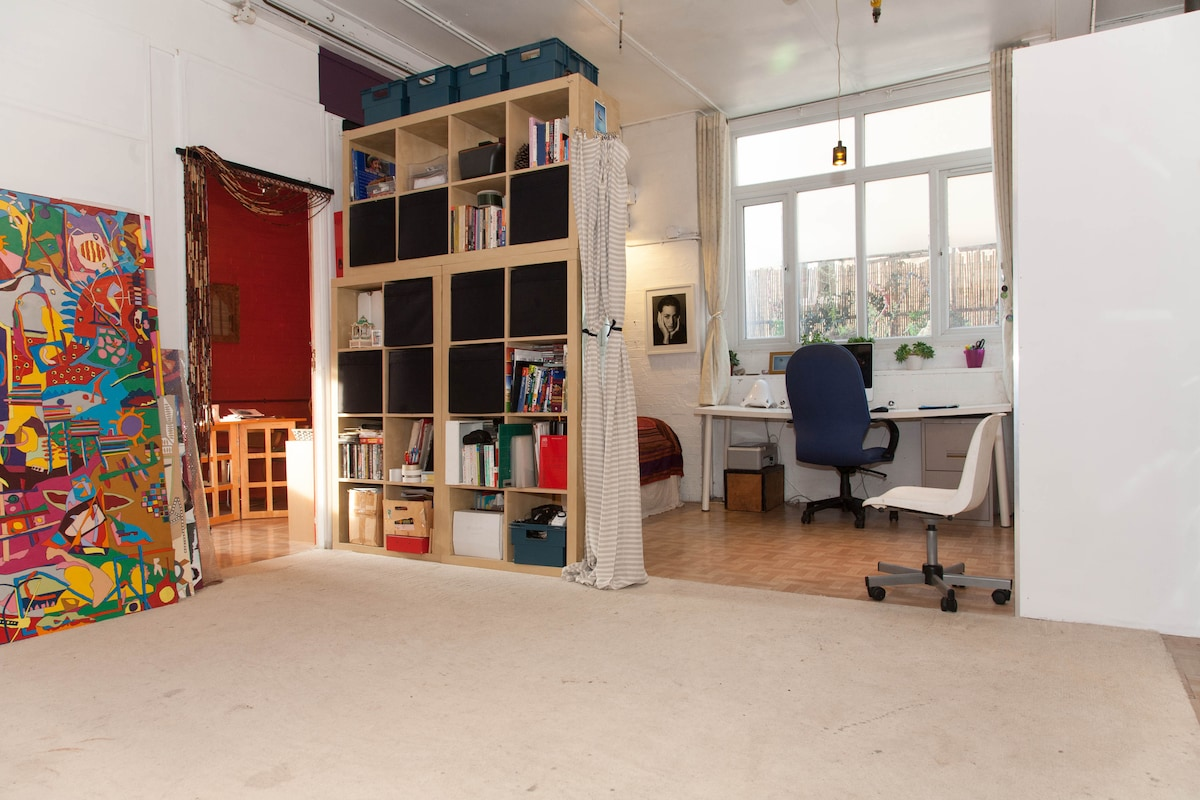 Studio area leading through to lounge. THERE IS NOW A SLIDING WALL TO DIVIDE THE SPACE.