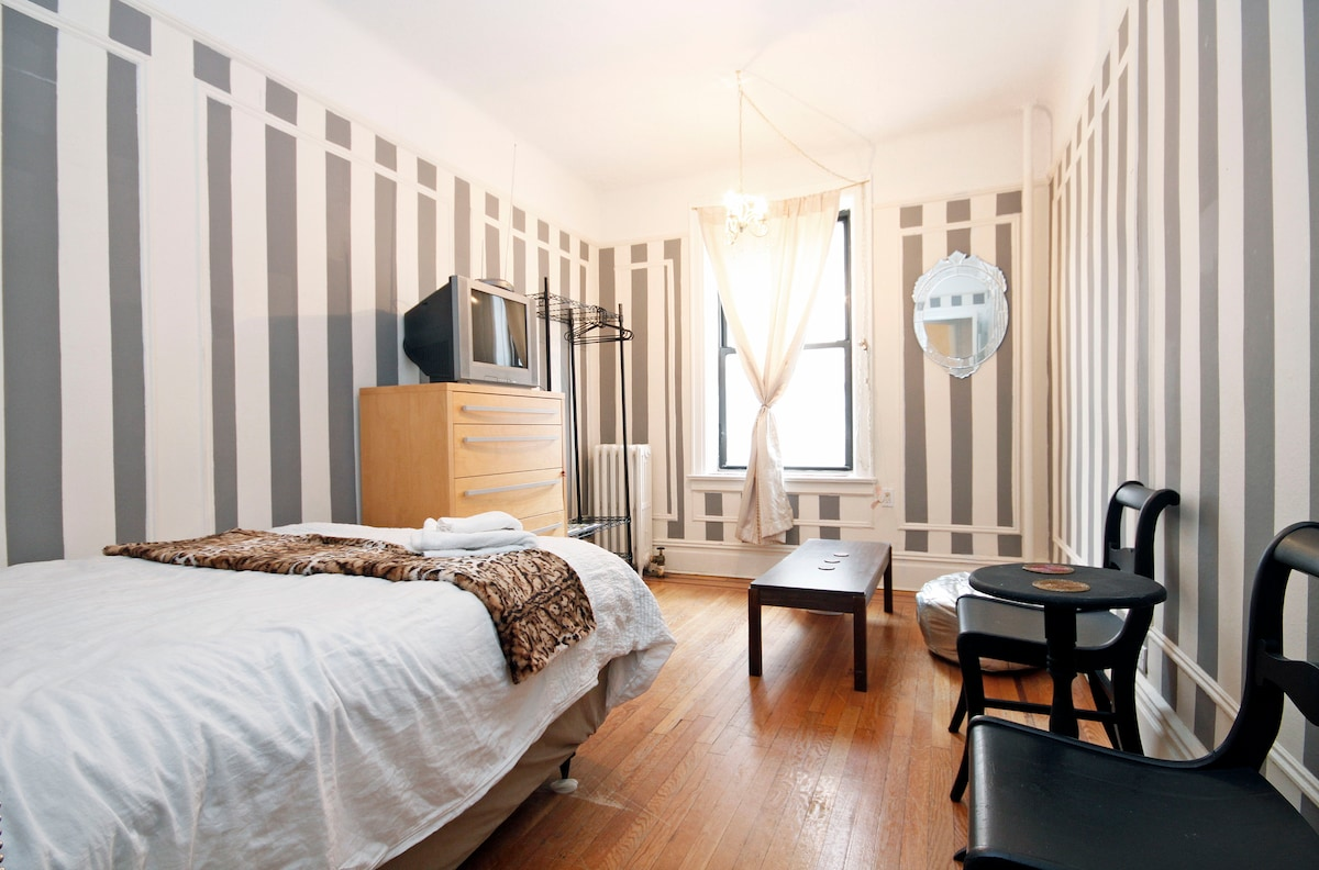 Stylish room in Broadway Astoria! 15 min to Midtown