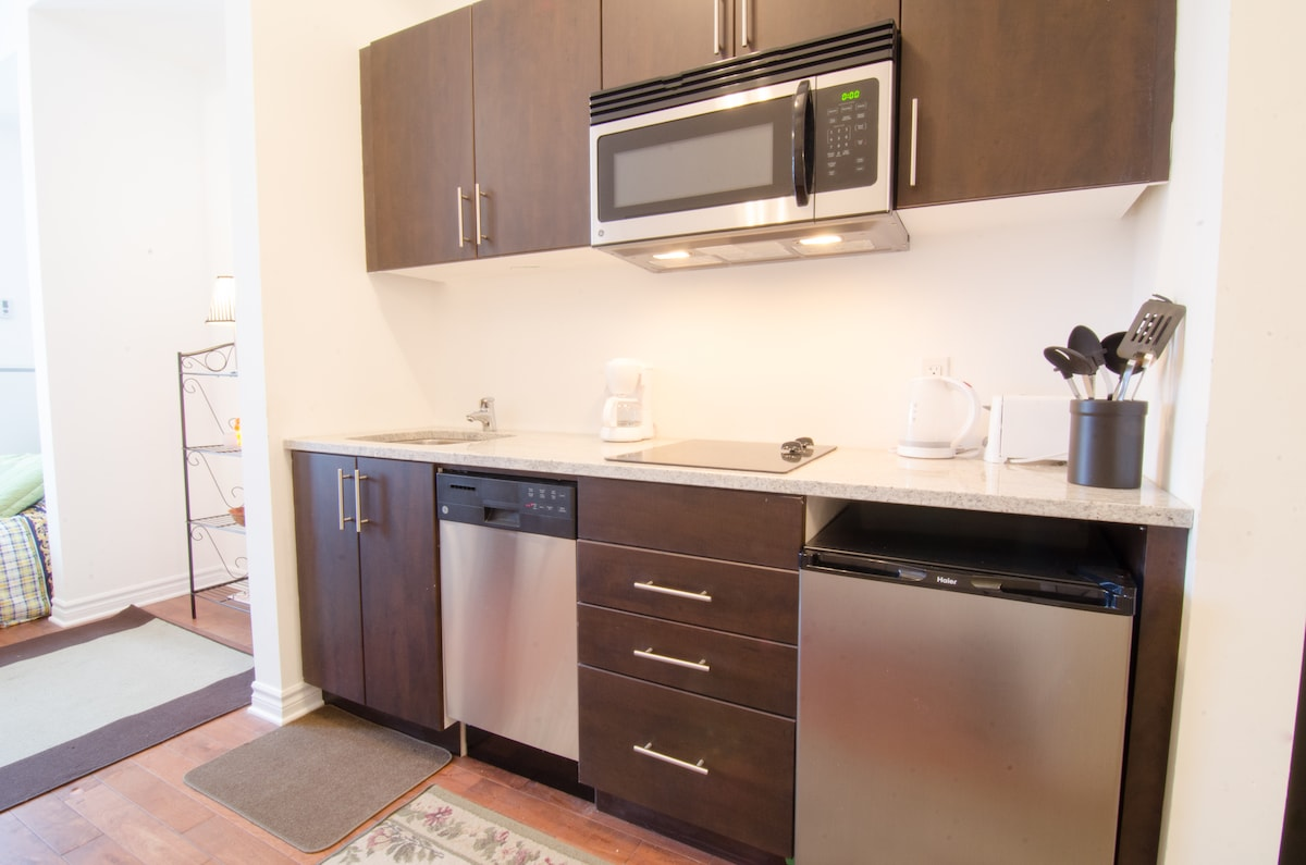 Stainless steel appliances and natural granite counter top in this efficient kitchen