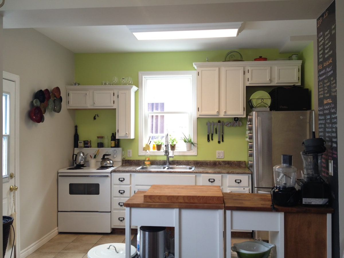 Kitchen is fully available for gues use