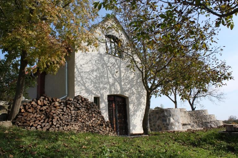 Vinehouse Casamandula at the Csobànc vulcano. You see the entrance to the kitchen and the wincellar on the groundfloor.