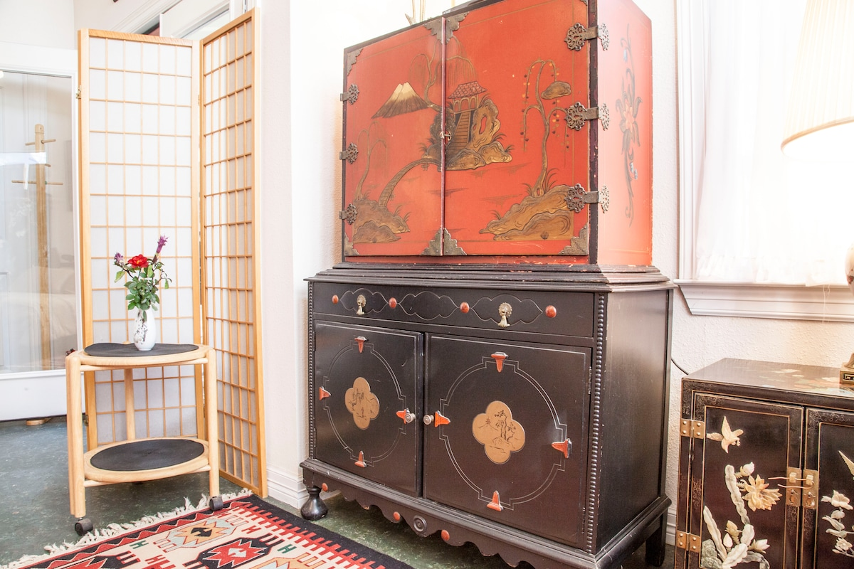 Vintage Oriental hand-painted entertainment cabinet with full cable TV. Hand-carved jade accents the vintage lacquer nightstand.